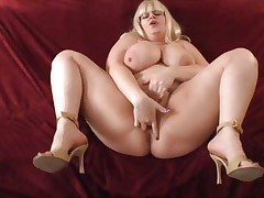 Bulky chick Tiffany Blake gets hammered